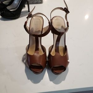 Barely worn Guess heels